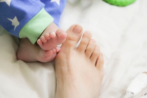 baby-and-mom-feet-1243781